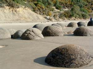 Moeraki Boulders aka NEW ZEALAND ROCKS