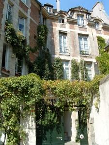 Cour de Rohan off the Cour de Commerce St-André