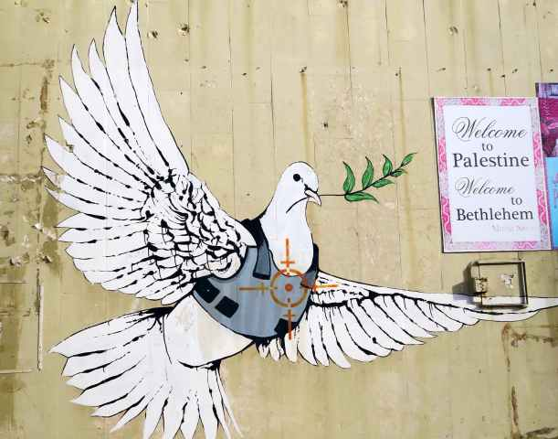 original_Banksy_20Graffiti_20on_20West_20Bank_20Wall_20in_20Bethlehem__20Palestinian_20Territories